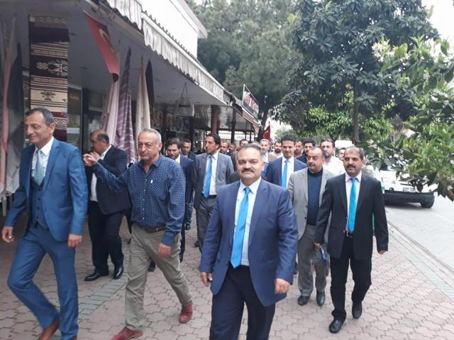 Mustafa Tuna ve Ekibi Mahmutlar esnafını ziyaret etti