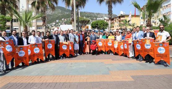 Alanya'da 149 işletmeye Turuncu Bayrakları teslim edildi.