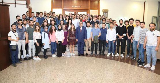 MEVLÜT DEMİR 200 öğrenciye iftar yemeği verdi