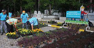 Alanya'da Mezarlıklarda Çiçek Dağıtılacak...