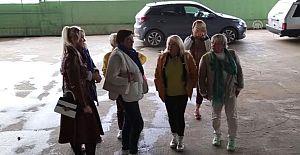 Yerleşik Ruslar,Gazipaşailçesinde bulunanzeytinyağı fabrikasına tur düzenledi.