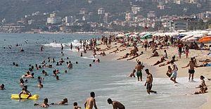 Alanya plajlarında Kalabalıklık Devam Ediyor