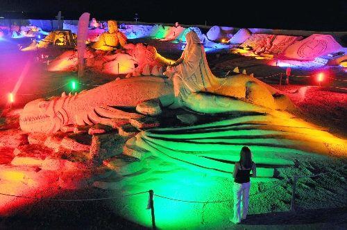 Kum heykeller veda ediyor