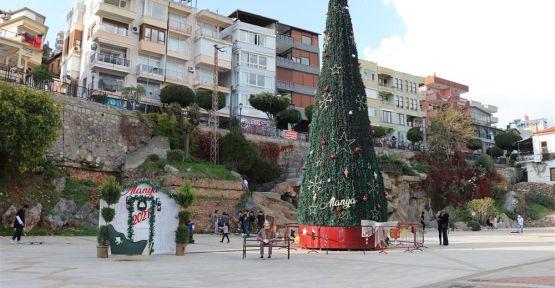Noel Ağacı İskele Şelale Meydanına Yerleştirildi