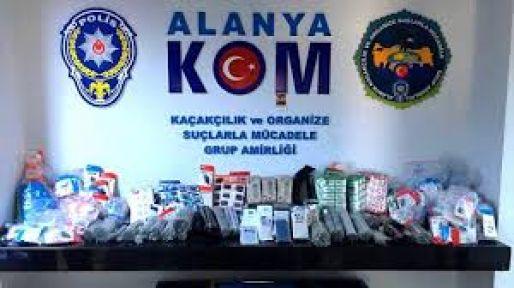 Alanya'da 55 bin 797 kaçak cep telefonu aksesuarı ele geçirildi