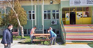 Büyükşehir'den ilçelere bank ve piknik masası desteği