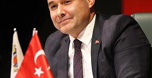 Alanya Belediye Başkanı Adem Murat Yücel, vatandaşların Zafer Bayramı'nı kutladı.